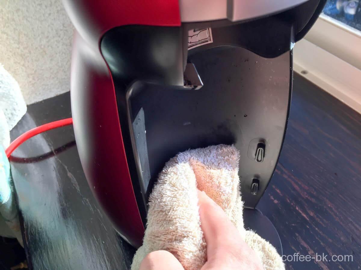 汚れやすい抽出トレイを外した内側も掃除
