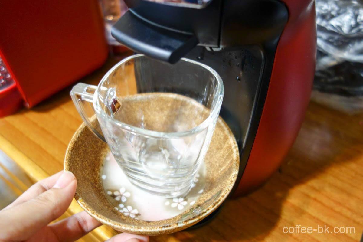 カップにお皿を敷いて準備万端