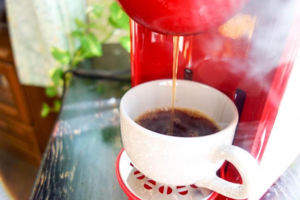 出て来る熱々のコーヒー