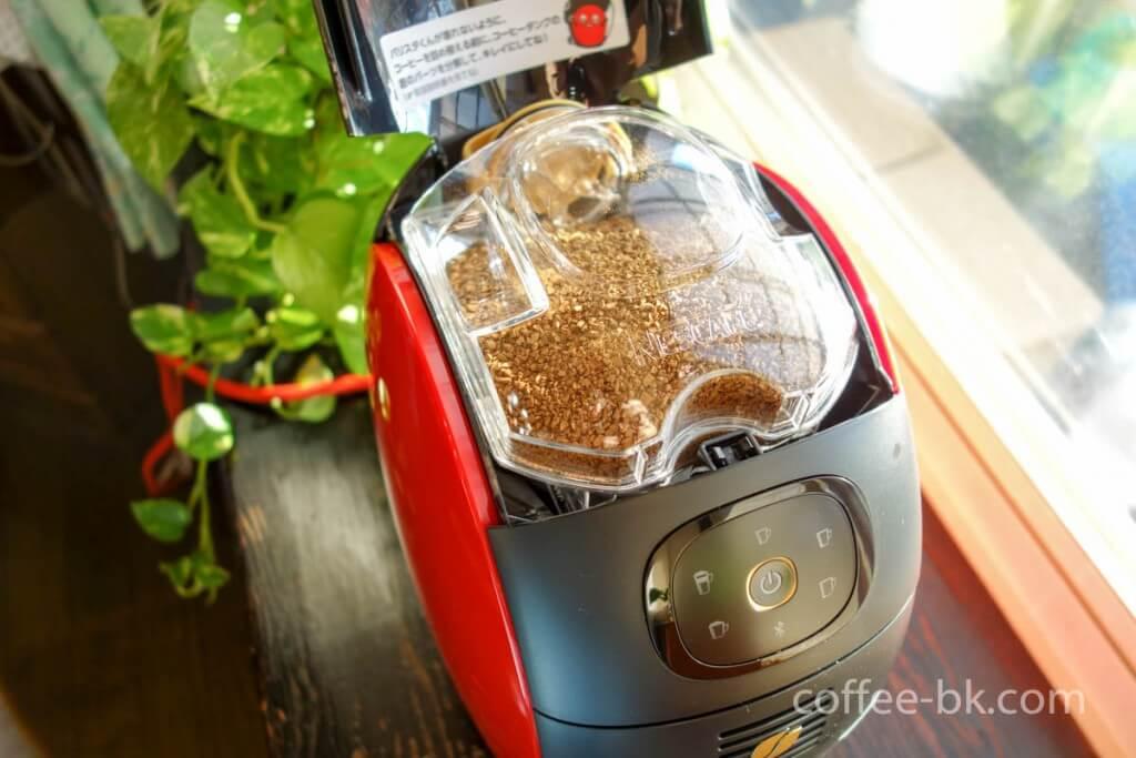 バリスタへコーヒータンクをセット