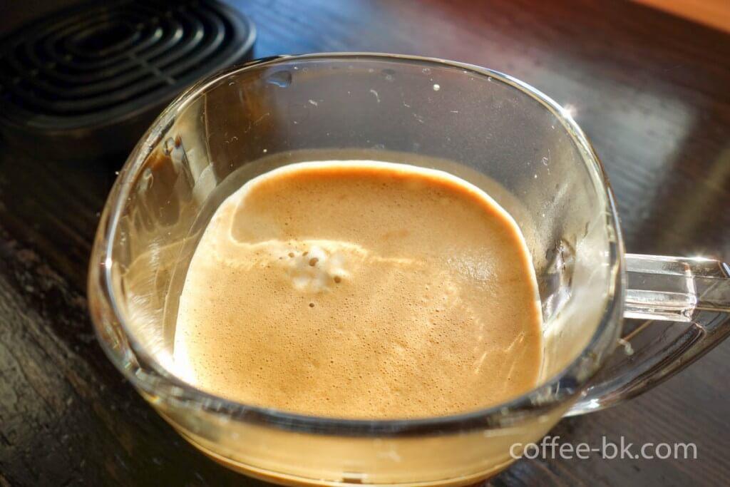 ふんわりとしたコーヒークレマの泡