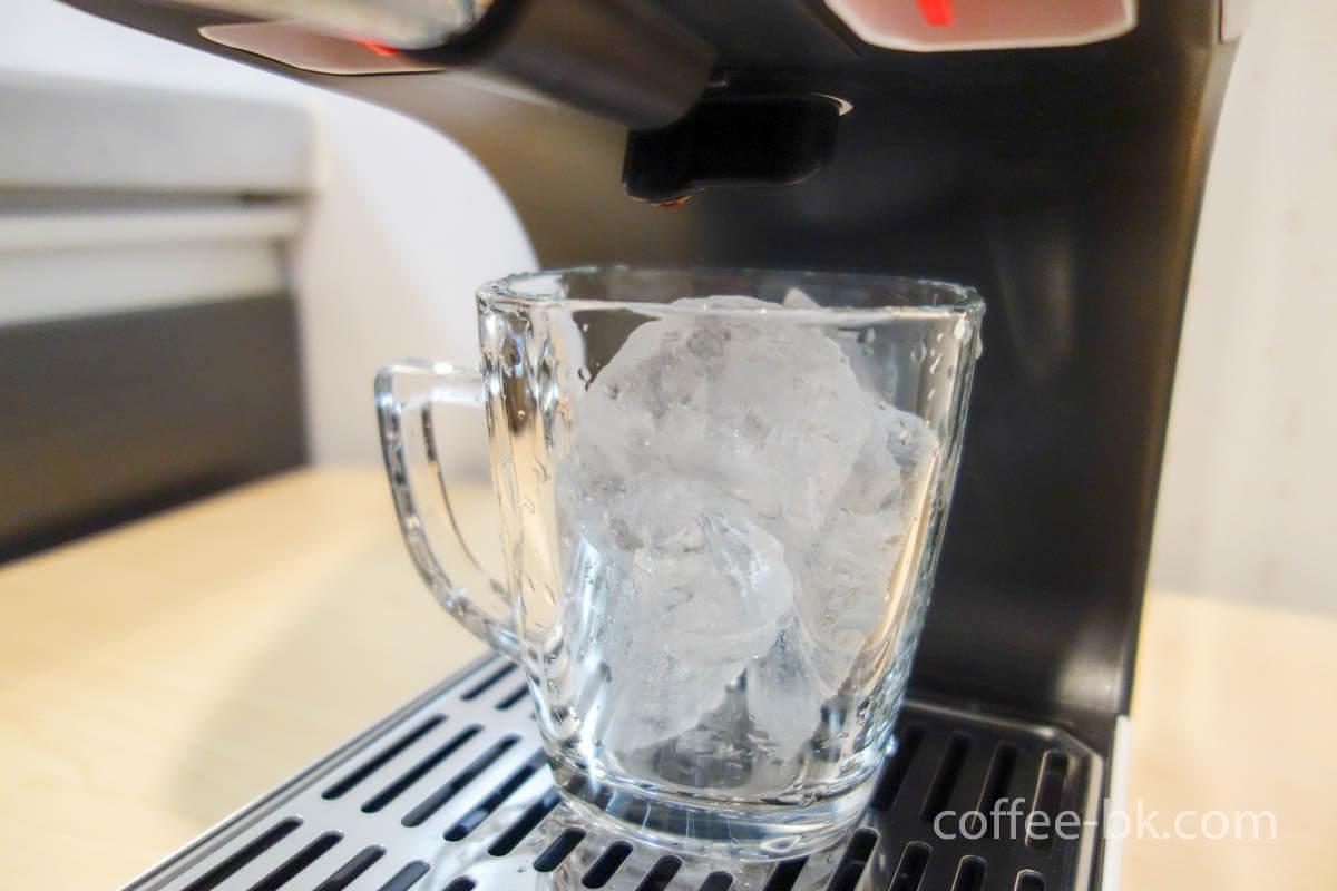 氷入りグラス
