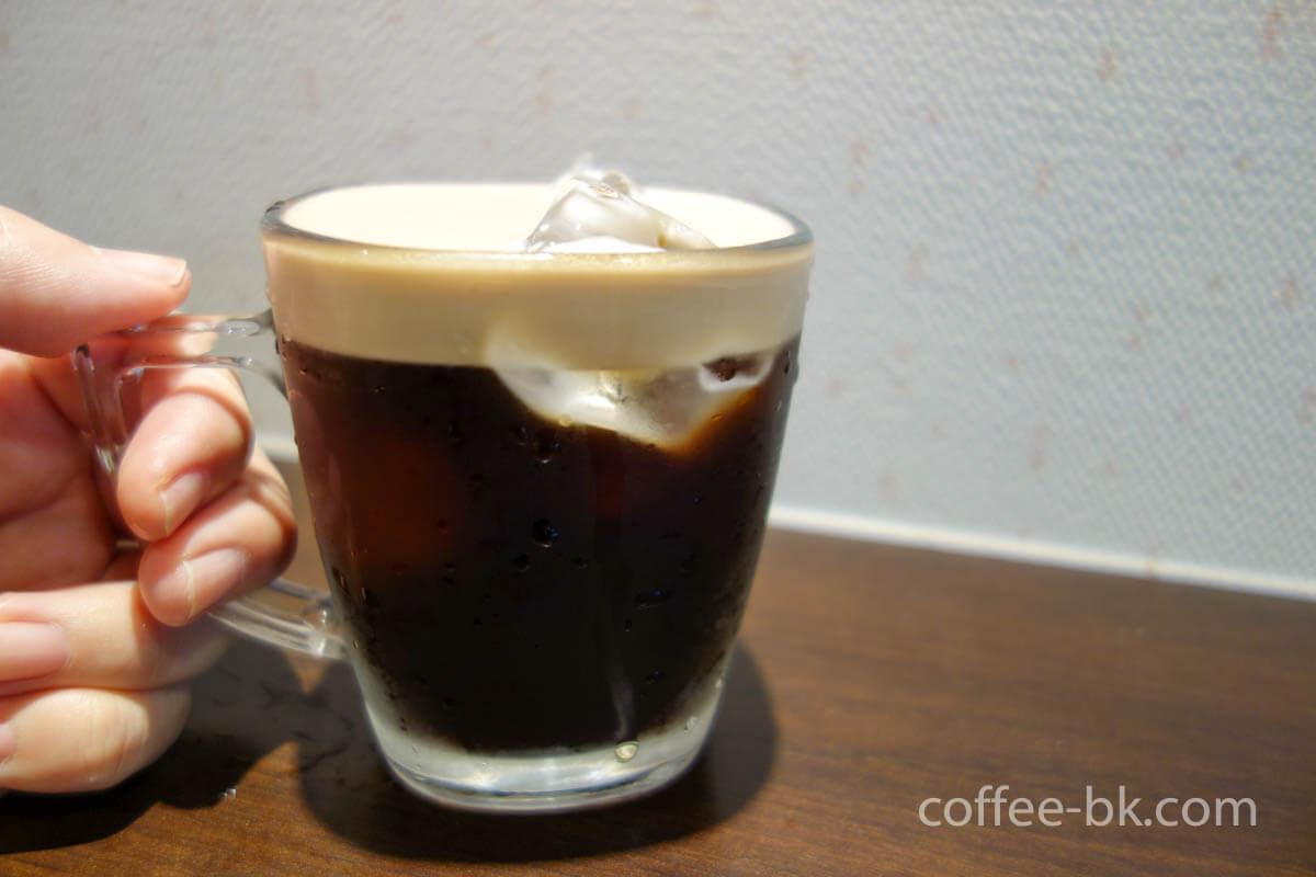 氷入りのアイスクレマコーヒー