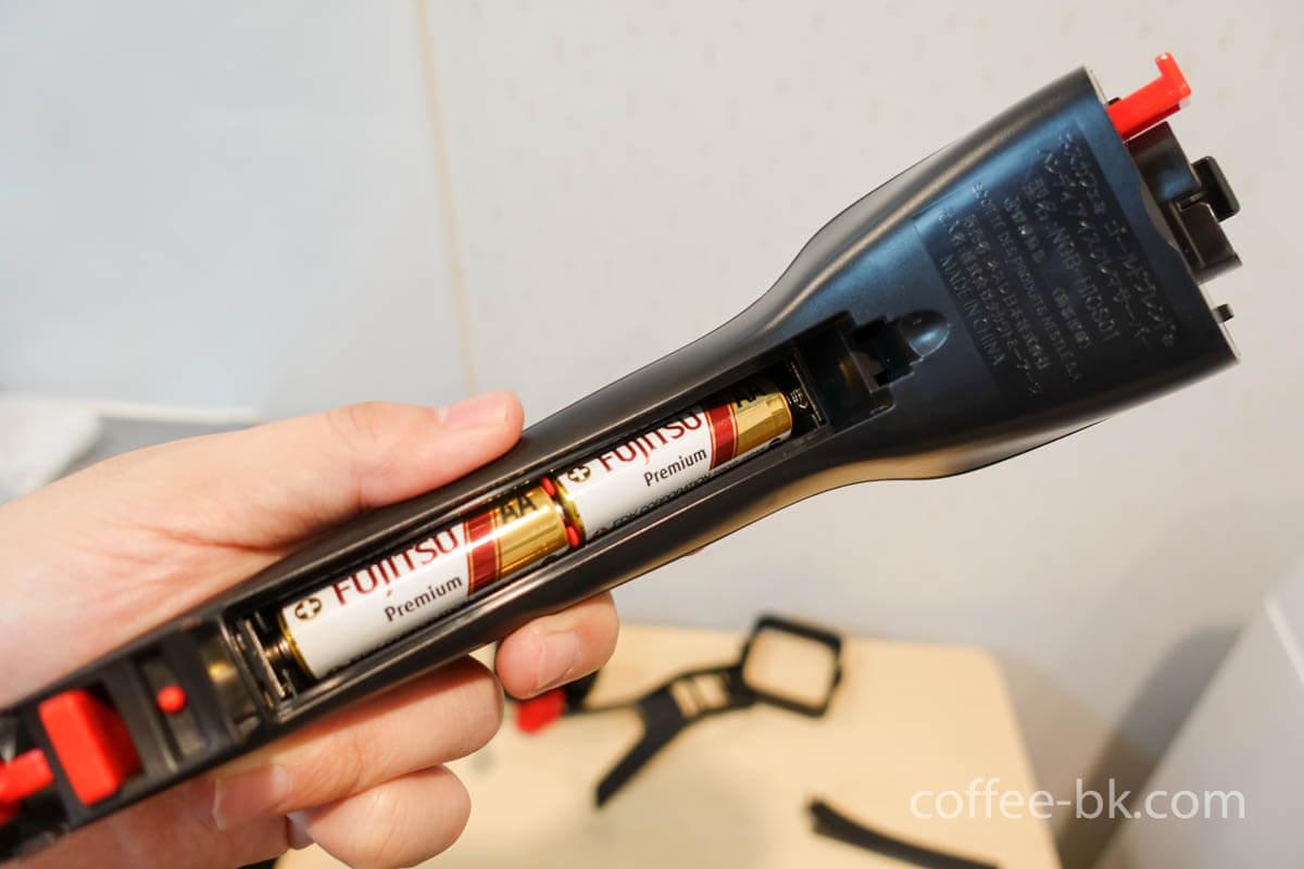 ハンドルユニットに乾電池をセット