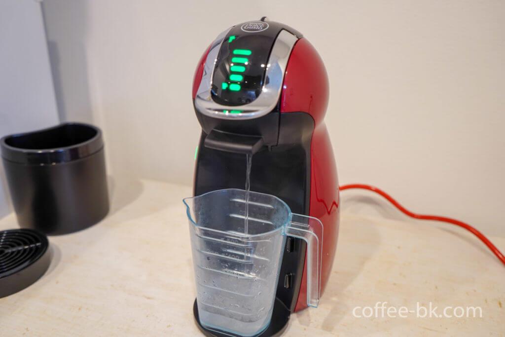 冷水・温水でコーヒーマシンをすすぐ